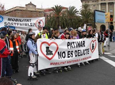 PRIMERA MANIFESTACIÓN DE PATINADORES EN BARCELONA
